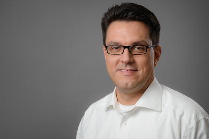 Dr. Peter Lorenzi